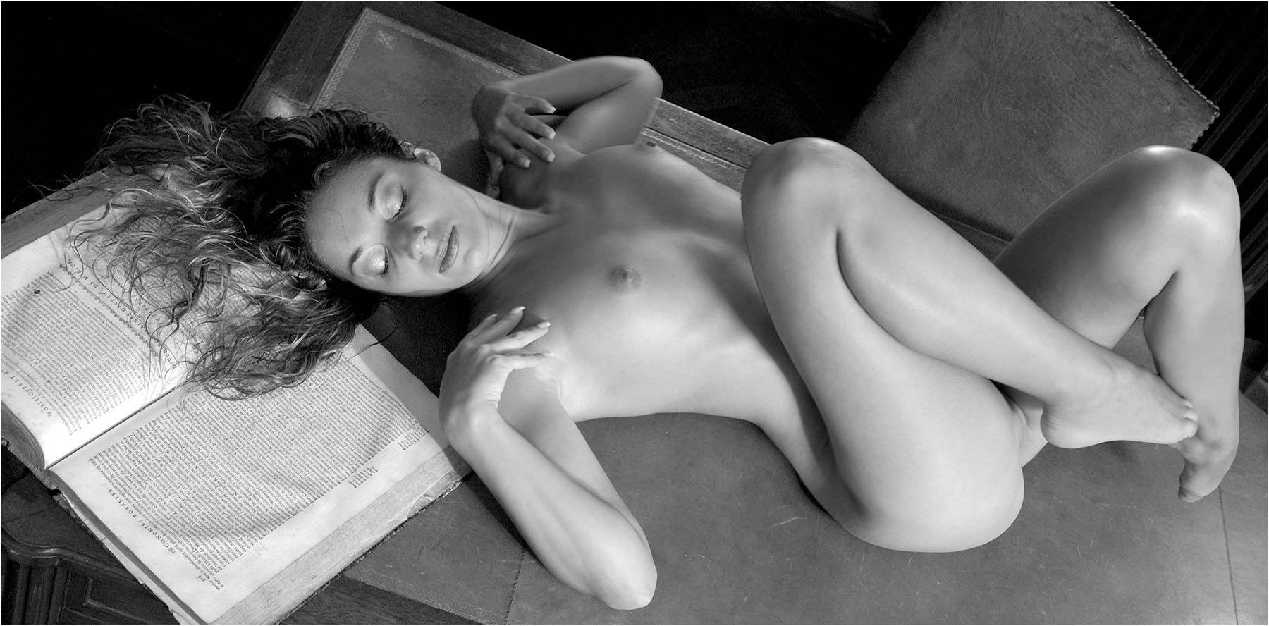 schloss frauen nackt